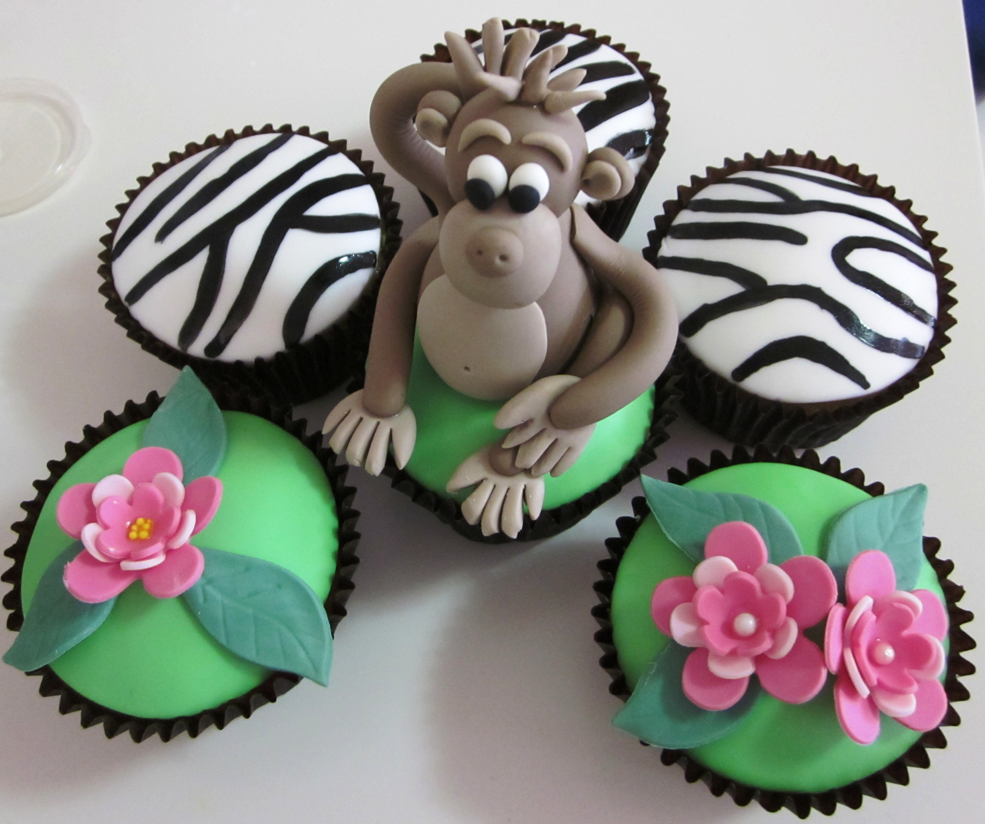 cake decorating class 4 5 and jungle animal cupcakes myfoodmywayblog. Black Bedroom Furniture Sets. Home Design Ideas