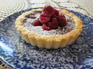 raspberry macaroon tarts