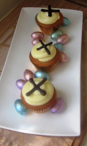 Hot cross bun cupcakes 2